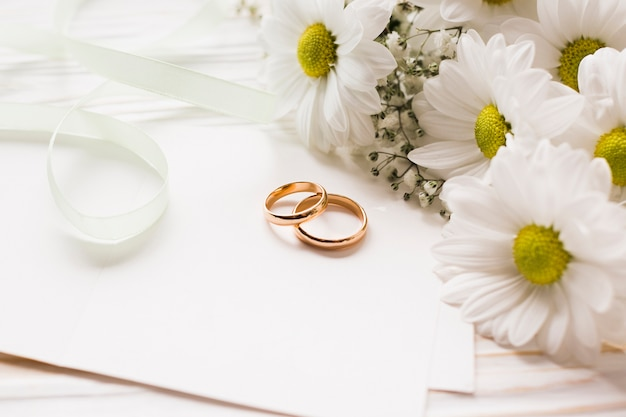 Blooming flowers with engagement rings Free Photo