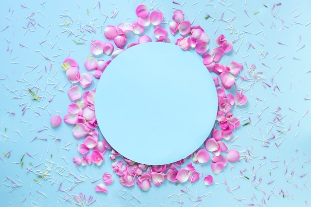 Blue background decorated with fresh flower petals Free Photo