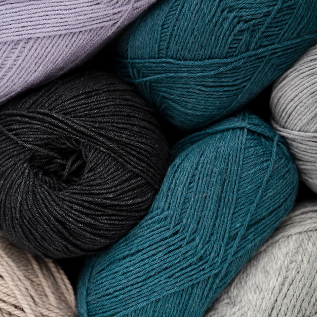 Blue and black wool yarn Photo | Free Download