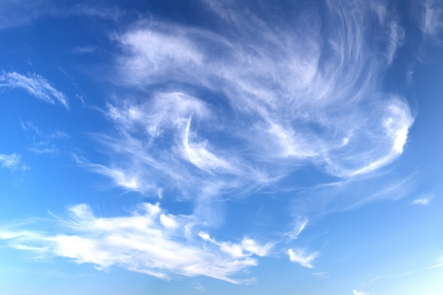 Синий cloludy небо Бесплатные Фотографии