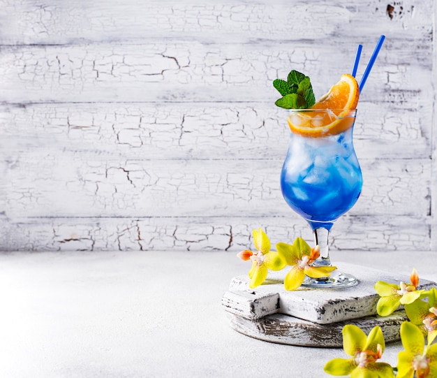 Blue cocktail drink with ice and orange Premium Photo