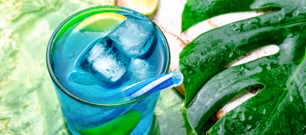 Blue cocktail with ice Premium Photo