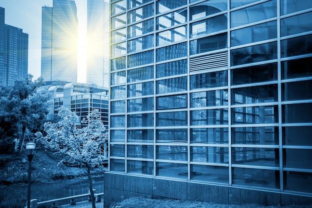 푸른 상업용 건물 건물 건물 유리 프리미엄 사진