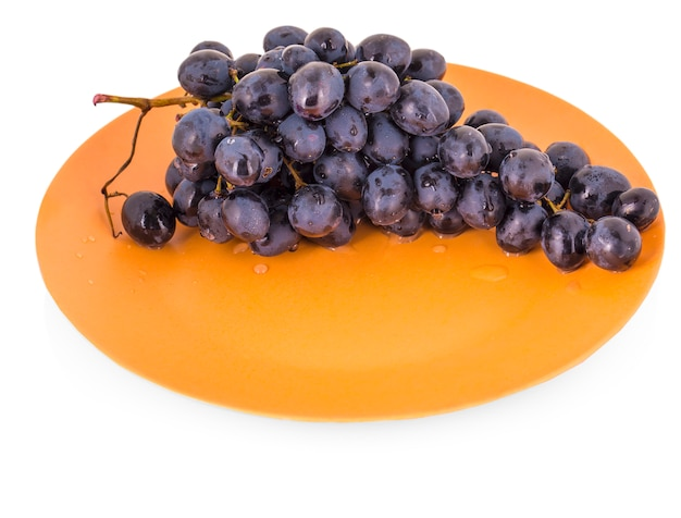 Blue grapes in a clay plate Premium Photo