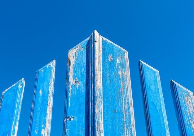 Blue grunge gate Premium Photo