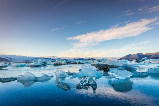 Blue icebergs in iceland, final sunset time Premium Photo