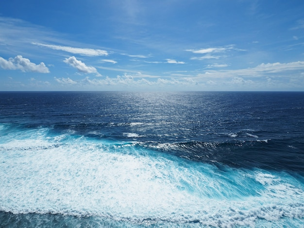 Blue ocean and small wave in sunny day with clear sky. Premium Photo
