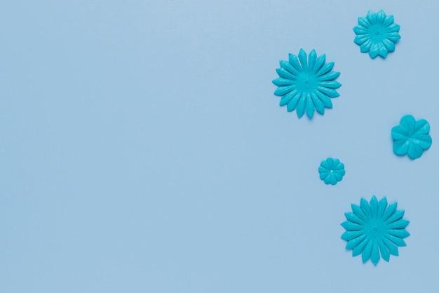 Blue pattern of flower cutout on plain surface Free Photo