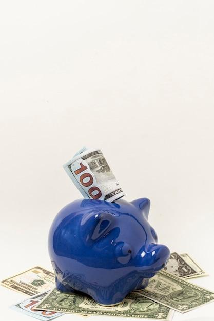 コピースペース灰色の背景を持つ青い貯金箱 無料写真