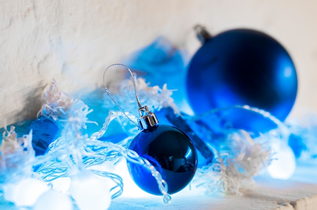 Blue and silver xmas ornaments on bright holiday background with space for text. merry christmas! blue christmas balls Free Photo
