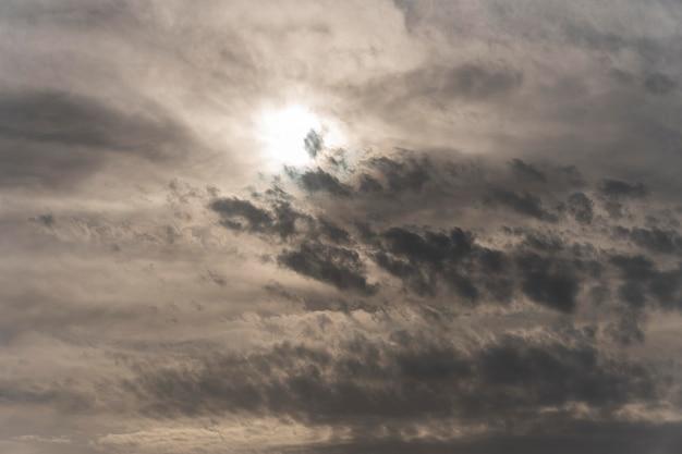 雨雲と青い空 無料写真