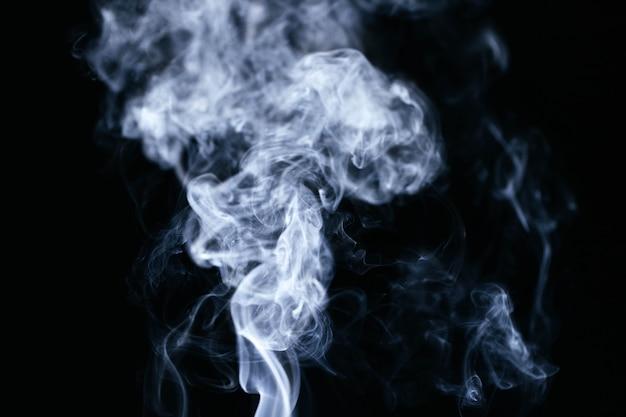 Синие волны дыма на черном фоне Бесплатные Фотографии