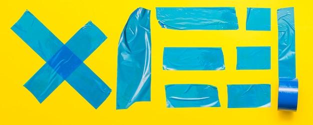 노란색 바탕에 블루 테이프 무료 사진