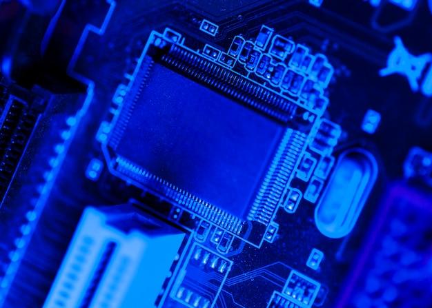 Синий тематический чип на плате Бесплатные Фотографии