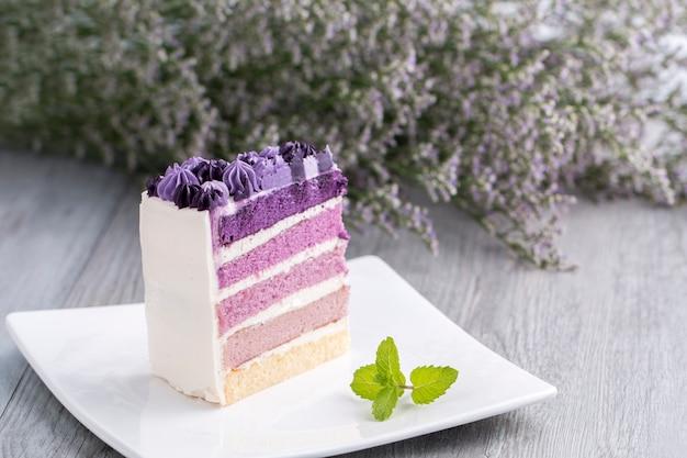 Blueberry cake with flower on wood. Premium Photo