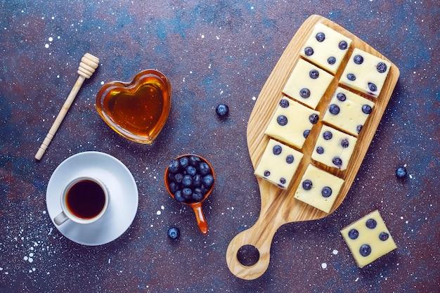 Blueberry cheesecake bars with honey and fresh berries Free Photo