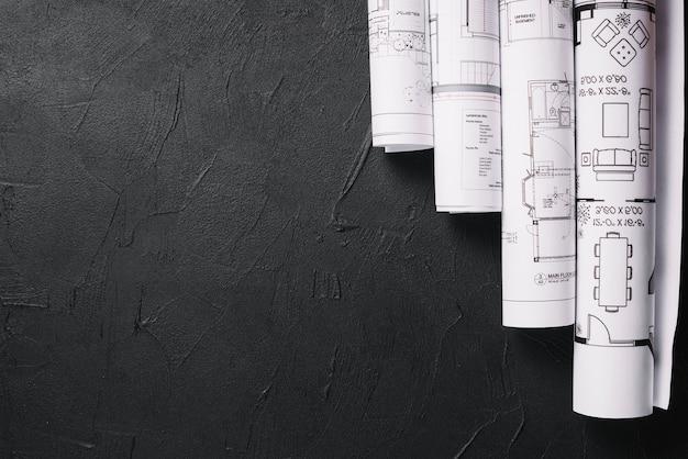 ブラックテーブル上の青写真 Premium写真