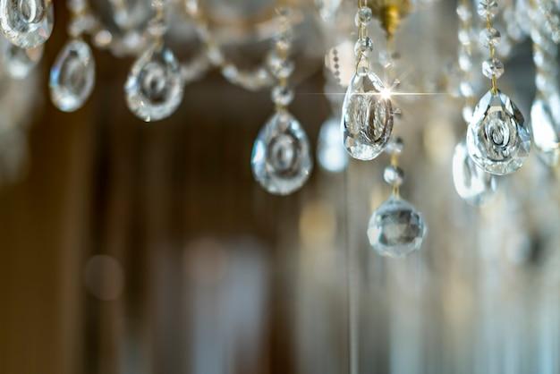Blur и расфокусировать хрустальная люстра блестящий блеск абстрактный фон Premium Фотографии
