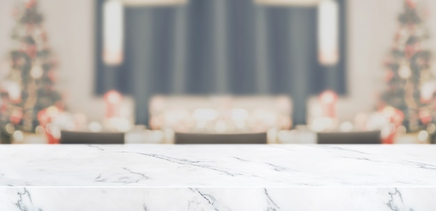 Blur christmas tree decoration at kitchen table with marble table top living room Premium Photo