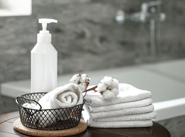 Blurred bathroom interior and set of clean folded towels copy space. hygiene and health concept. Free Photo