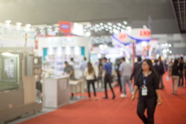 Blurred business people at a trade fair Premium Photo
