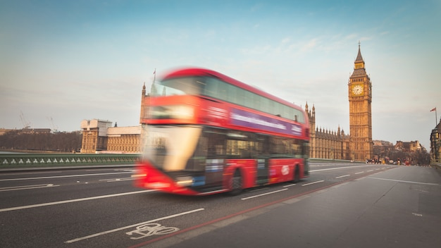 Blurred double decker with westminster and big ben Premium Photo