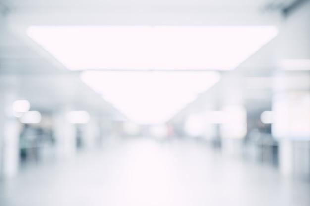 흐린 흰색 복도 프리미엄 사진