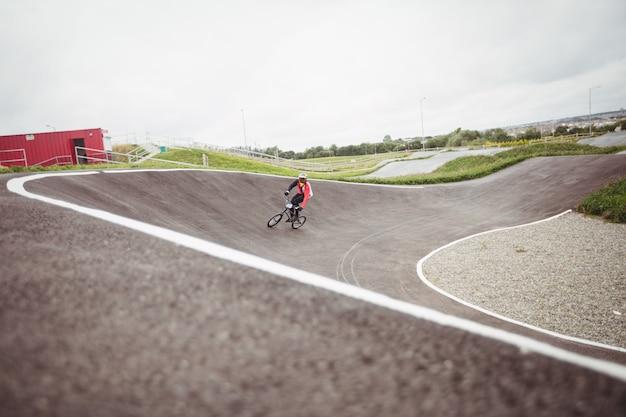 Велосипедист езда на велосипеде bmx Бесплатные Фотографии