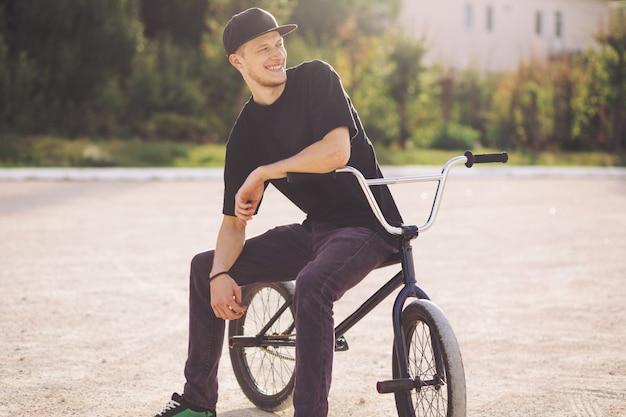 Молодой велосипедист bmx Бесплатные Фотографии