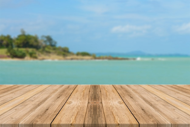 Boards with relaxed sea background Free Photo