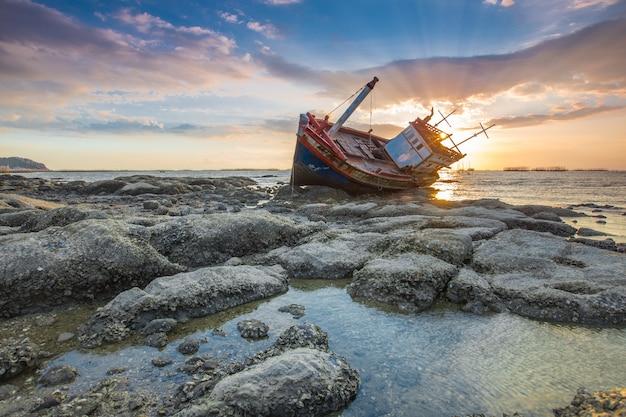 Boat abandoned Premium Photo