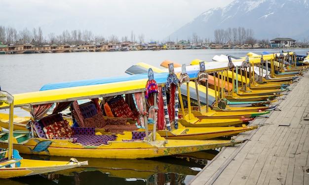 Boat morning market at kashmir Premium Photo