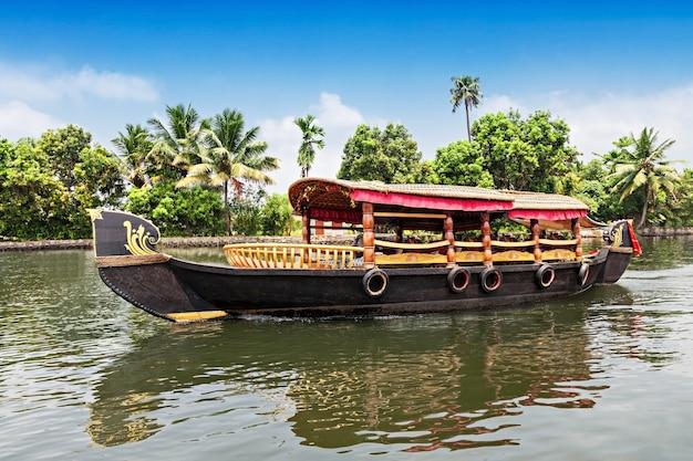 Boat Premium Photo