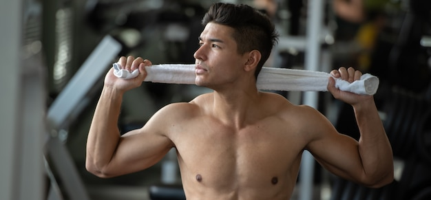 Bodybuilder man relax after lifting weights in the sport gym, close up. Premium Photo