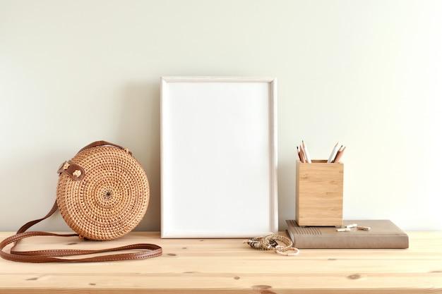 Деревянная рама в богемном стиле для художественных работ. Premium Фотографии