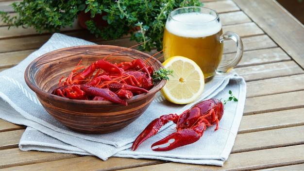 Boiled crawfish and beer Premium Photo