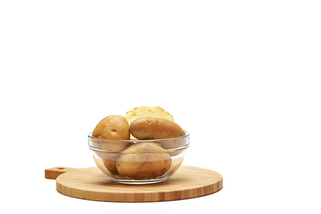 Boiled potatoes in a glass bowl Premium Photo