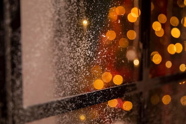 Эффект боке на окне со снегом Бесплатные Фотографии