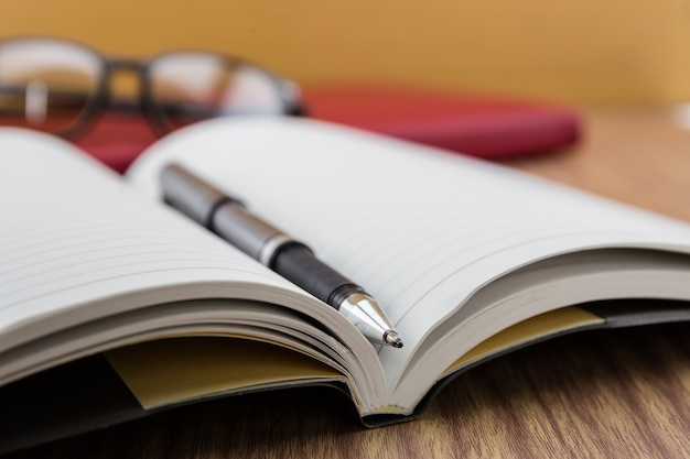 Book with pen, mobile and keyborad on desk | Premium Photo