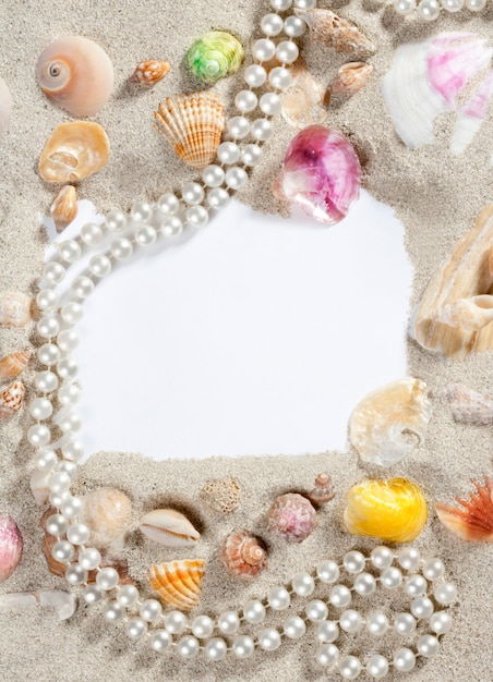 Border frame summer beach shell pearl necklace Premium Photo
