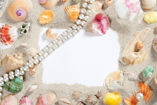 Border frame summer beach shell pearl necklace Premium Photo