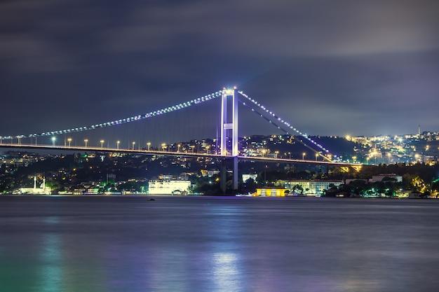 Bosphorus bridge at night, istanbul Premium Photo
