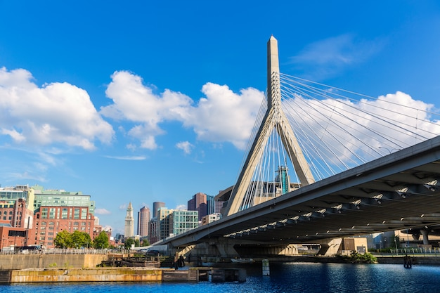 Boston zakim bridge in bunker hill massachusetts Premium Photo