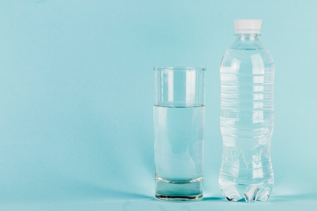 Bottle and glass of water Premium Photo