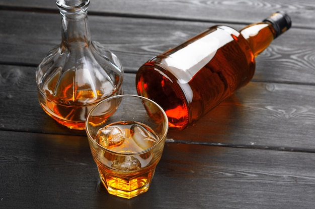 Bottle and glass of whiskey Premium Photo