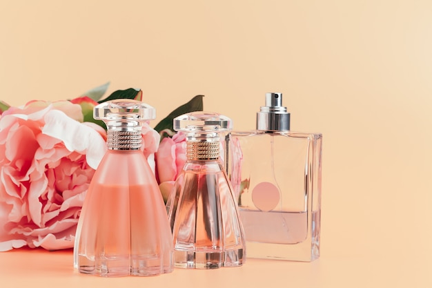 Bottle of perfume with flowers on light cloth Premium Photo