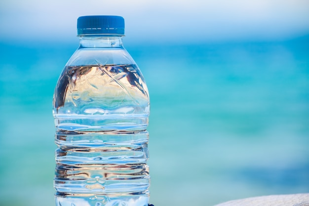 Bottled water on a hot day at the beach. Premium Photo