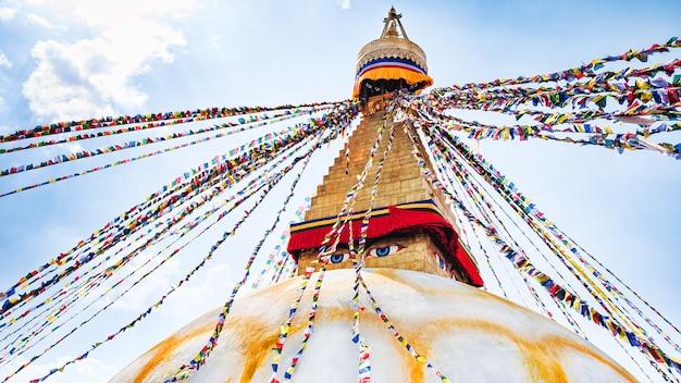 ネパールカトマンズ渓谷のボダナート仏舎利塔 Premium写真