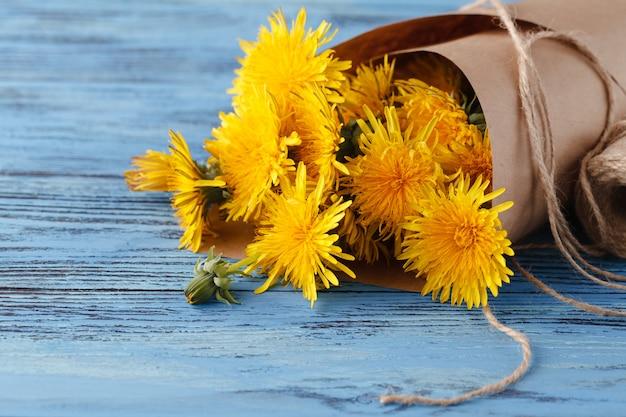 https://image.freepik.com/free-photo/bouquet-dandelions-wooden-table_155165-10803.jpg