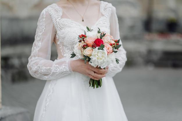 Букет цветов в руках невесты Бесплатные Фотографии